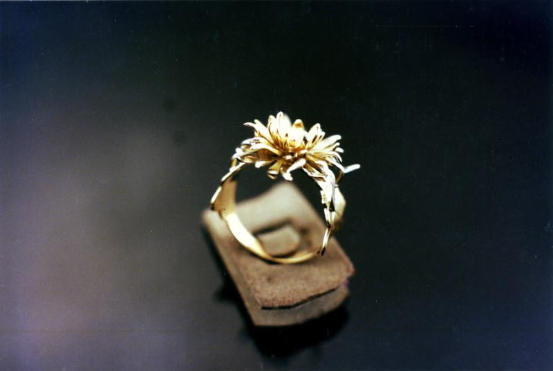 Fabricated Chrysantemum-2<br /> Yellow and white gold.
