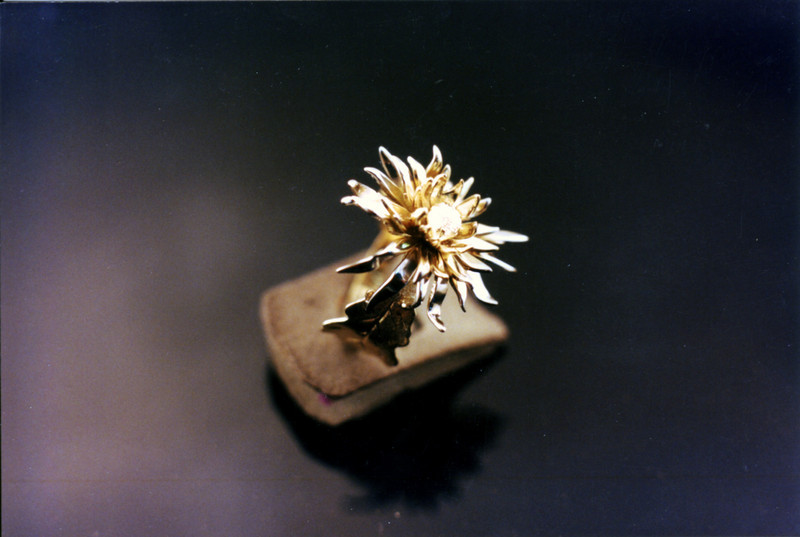 Fabricated Chrysantemum-3<br /> Yellow and white gold.