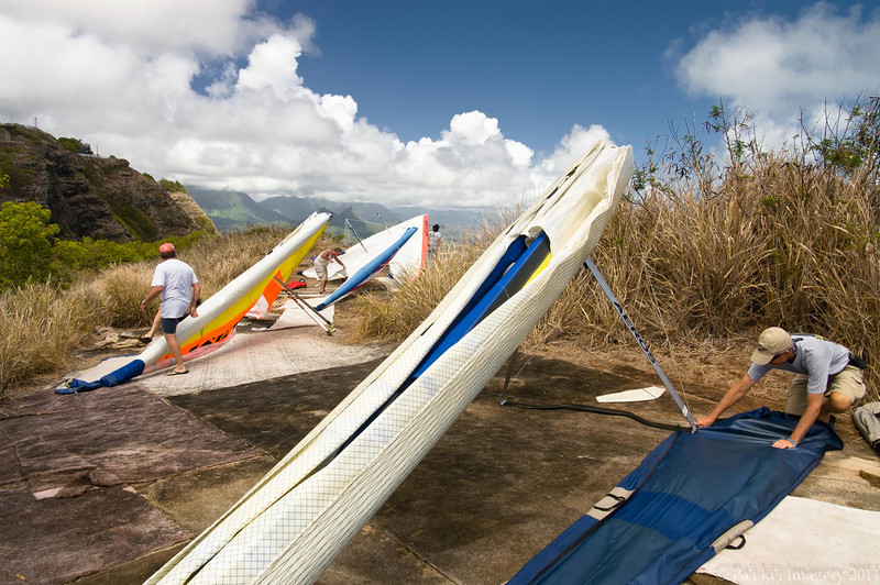 Hang Gliders and Paragliders over Makapuu-3