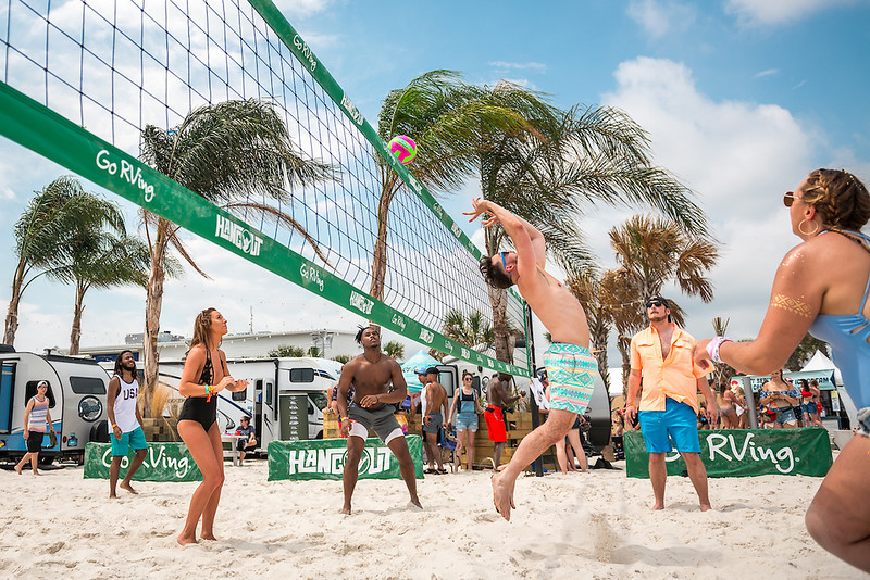 Go RVing Volleyball, Sponsors, Atmosphere
