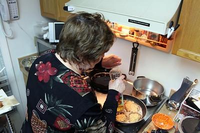 Fay prepares fresh latkes
