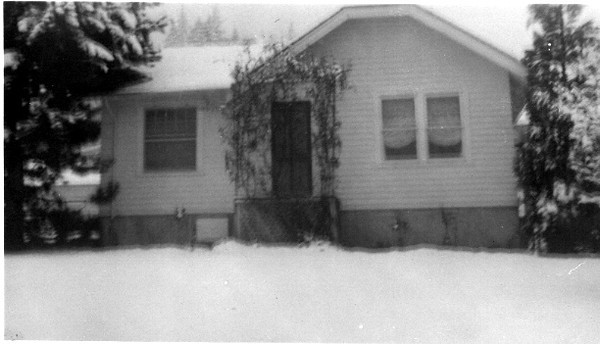 George and Arveida Livingston Home-1951<br /> Remodeled 1966.<br /> 5822 Reid Dr.<br /> Built as two room cabin in 1916 by Roger Seghieri.<br /> Previous residents/owners:  Sheldon and Betty Stutz; Lloyd and Marge Blanton