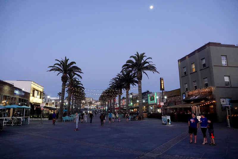 Hermosa Beach Pier Plaza
