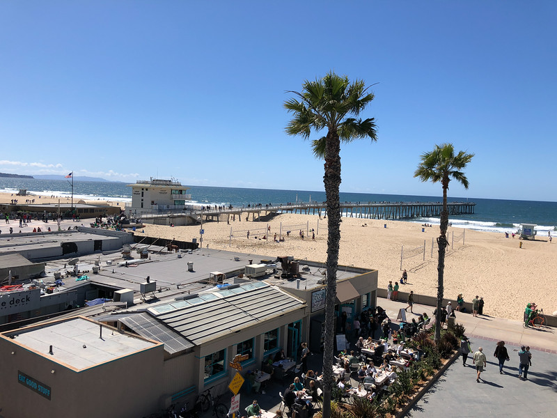 A view of Hermosa Beach from the deck of the municipal parking garage