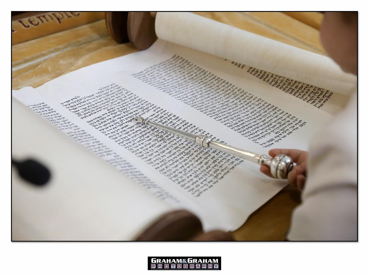 Reading Torah at Leo Baeck Temple