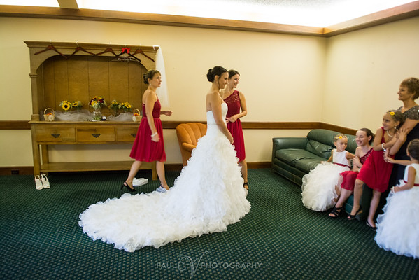Bride and her bridesmaids getting ready at the Blue Ridge Country Club