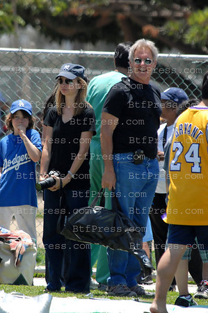 Harrison Ford and Calista Flockart and her son Liam play the last Baseball match of the season, his team win the trophee.