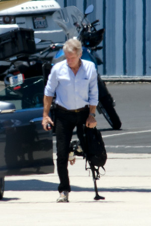 Harrison Ford with broken leg fly today
