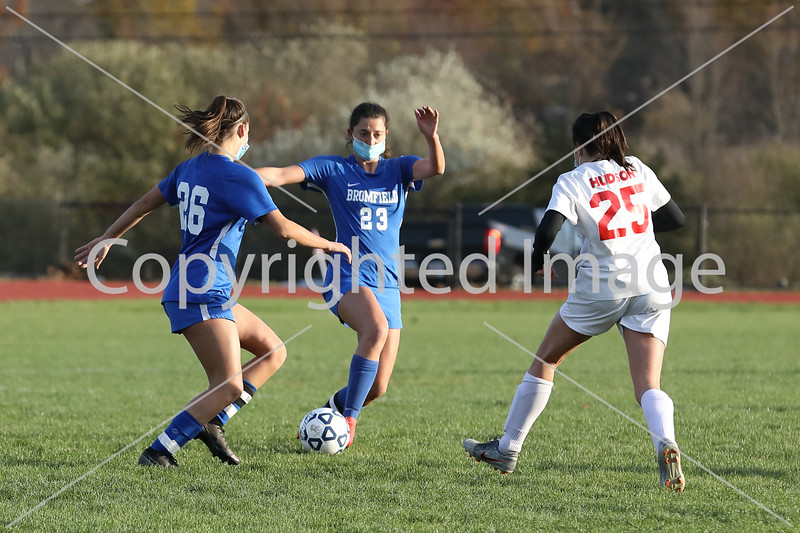 Bella Kehoe (23) gets a quick pass off to her sister Liv Kehoe (26) in a Nov. 3 victory over Hudson. (Photo by Lisa Aciukewicz)