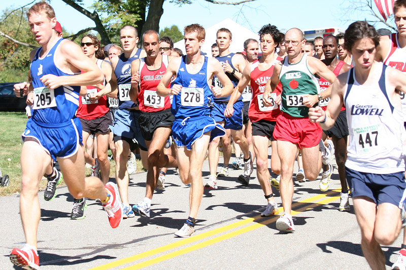 Runners burst off th e line of the 10-mile Apple Harvest Ramble. (Photo by Lisa Aciukewicz)