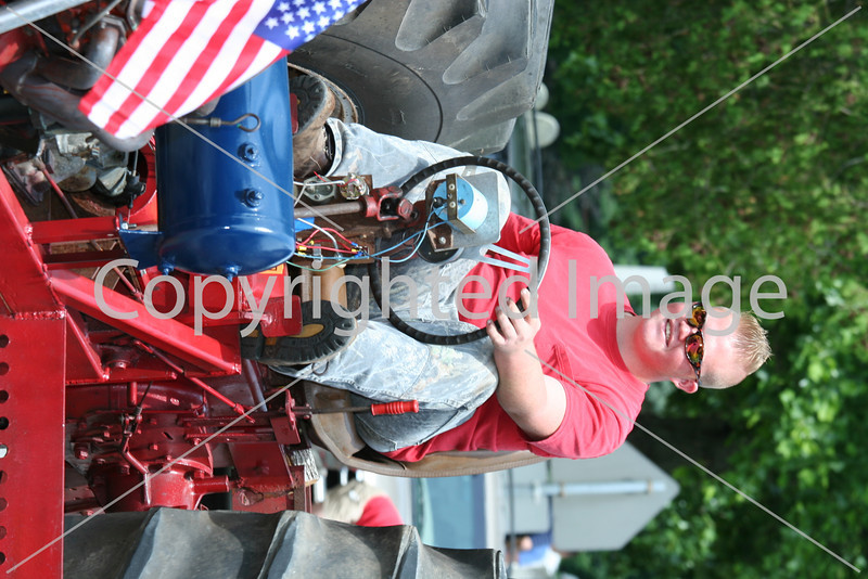 Wally Shaw drives a tractor in the Fourth of July parade. (Photo by Lisa Aciukewicz)