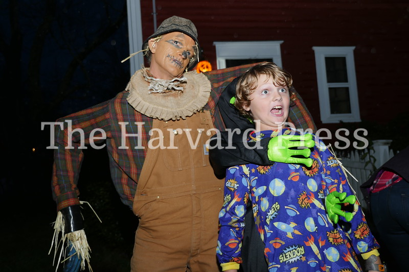 Harvard Halloween 2019 Windy, rainy and warm.<br /> Donnie Phillips as scarecrow finds a new friend in ??? VanCleef???