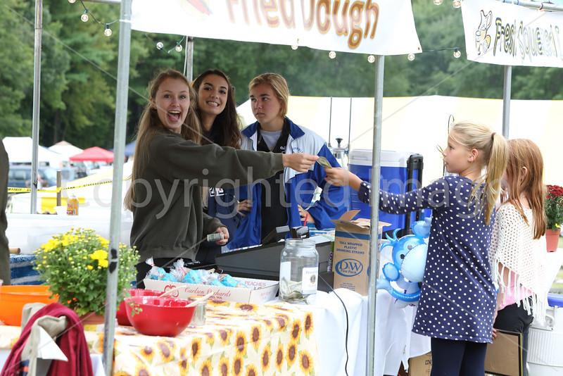 Helen Lundsmann, Carina Mangiacotti, and Sarah Vandevaart give Kayla Sawyer her change.