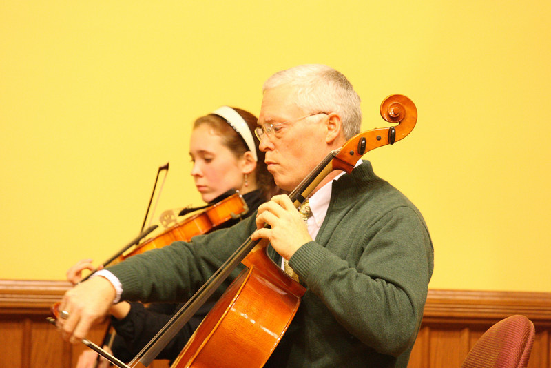 Kristina and Charles Kronauer peform at a Thanksgiving concert held in Volunteers Hall. (Photo by Lisa Aciukewicz)