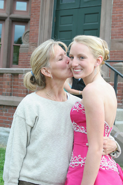 Heidi Siegrist kisses daughter Henley as she heads off for the prom.