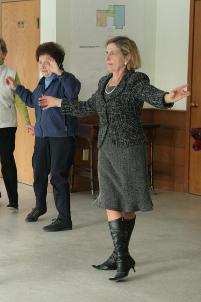 Jan Goodell and Mina Femino practice the tango.