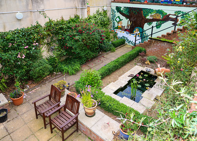 06 JUL 2019 – Harwich Secret Gardens – Quayside Court – Gardeners Brendan & Rachel Boreham - Photo Copyright © Maria Fowler 2019