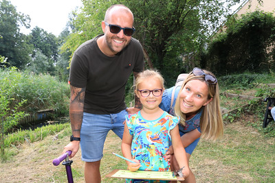 04 AUG 2019 – Bobbit's Quiz Trail - Pictured L-R: Jay Harvey, Eva Harvey (age 5, All Saints' Primary School) and Sophie Harvey  - Bobbit's Hole Open Day & Charity Stroll – Photo Copyright © Maria Fowler 2019