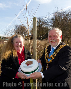 Former Mayor Steph Tyrer, the Elm Tree, the cake and Mayor Barry Brown.