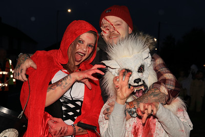 26 OCT 2019 – PICTURED L-R: Sian Foster, Brian Foster and Mikey Foster (Age 10) - Harwich Guy Carnival 2019 – Photo Copyright © Maria Fowler 2019