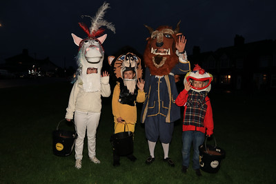 26 OCT 2019 – PICTURED L-R: Sophie Hicks (Age 11, H&D High School), Tia Fisher (Age 10, Two Village School), Rod Fisher and Jack Hicks (Age 8, Chase Lane Primary School) - Harwich Guy Carnival 2019 – Photo Copyright © Maria Fowler 2019