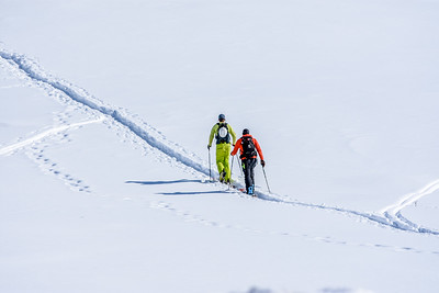 Cross Country Skiers heading up the mountain.  Love the guys outfit. Like green and hot pink gloves.