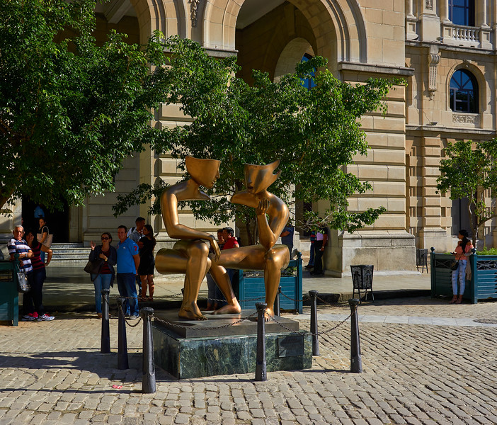 """La Conversacion"" ( The Conversation )  by French sculptor Etienne in Plaza de San Francisco"
