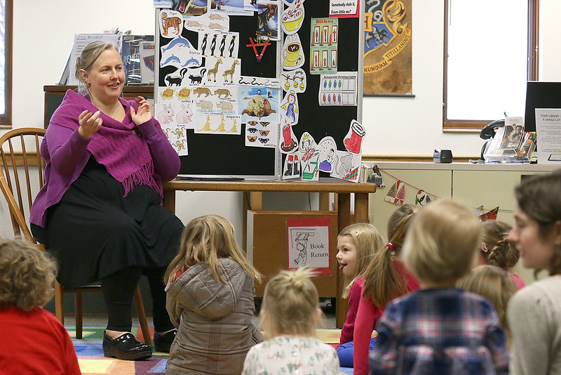Childrens Librarian Amy Leonard sings to the kids that showed up to story time on Thursday morning. SUN/JOHN LOVE