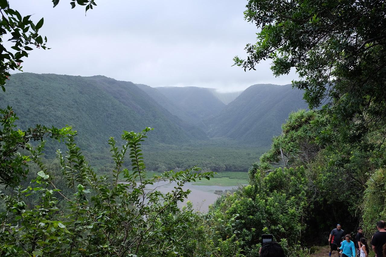 Pololu Valley, descending