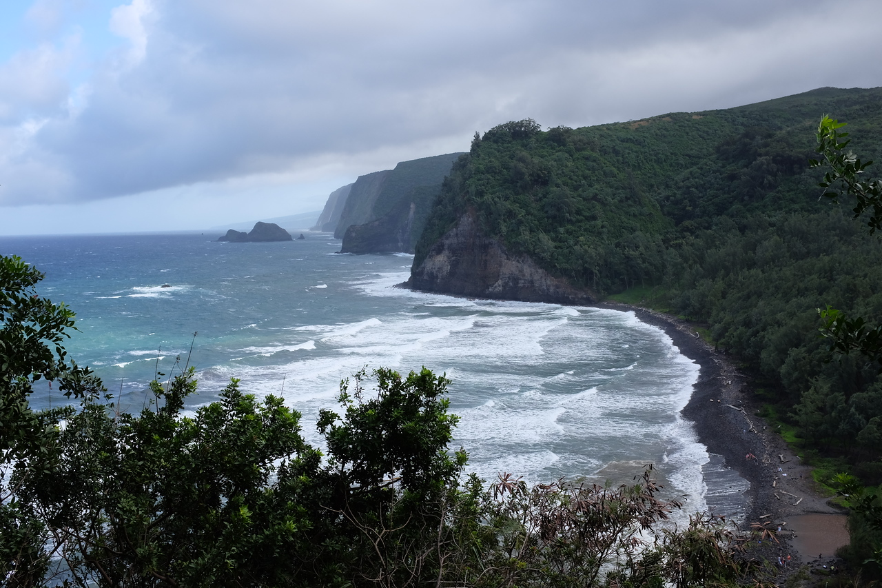 Pololu Valley from mid-descent