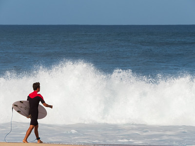Surfer headed to Pipeline