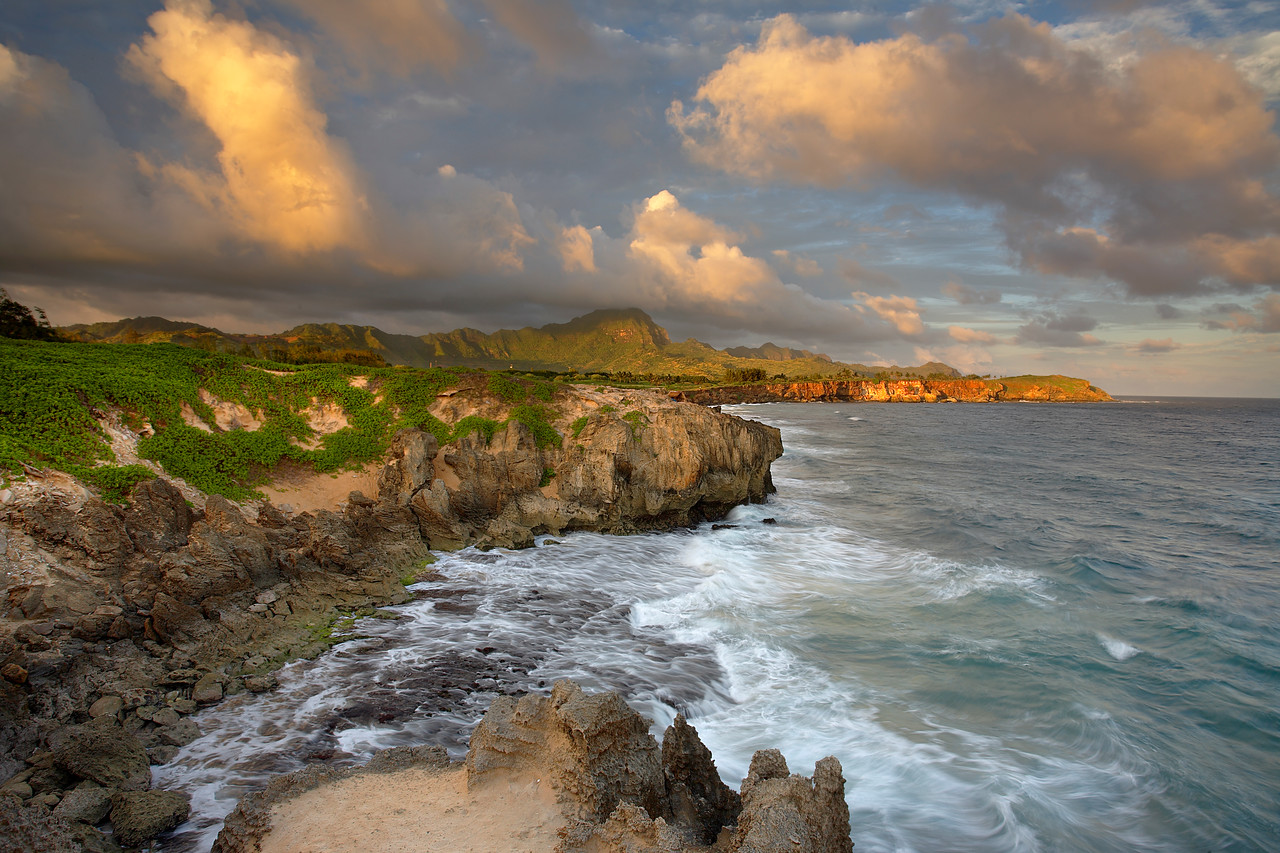 The coastline east of Poipu shows the remnants of ancient lithified sand dunes. It is a great hike after a day spend on a sandy beach. Watch out though, for these formations are very sharp. But the superb warm light at sunset is worth any pain!