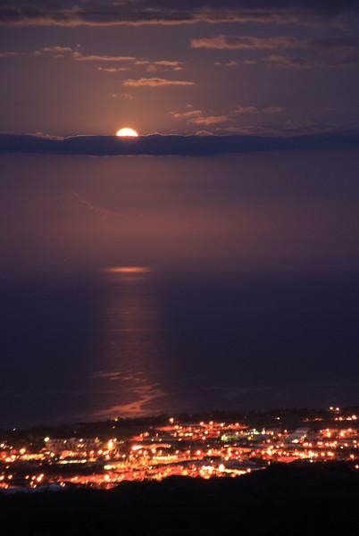 Kona Moonset