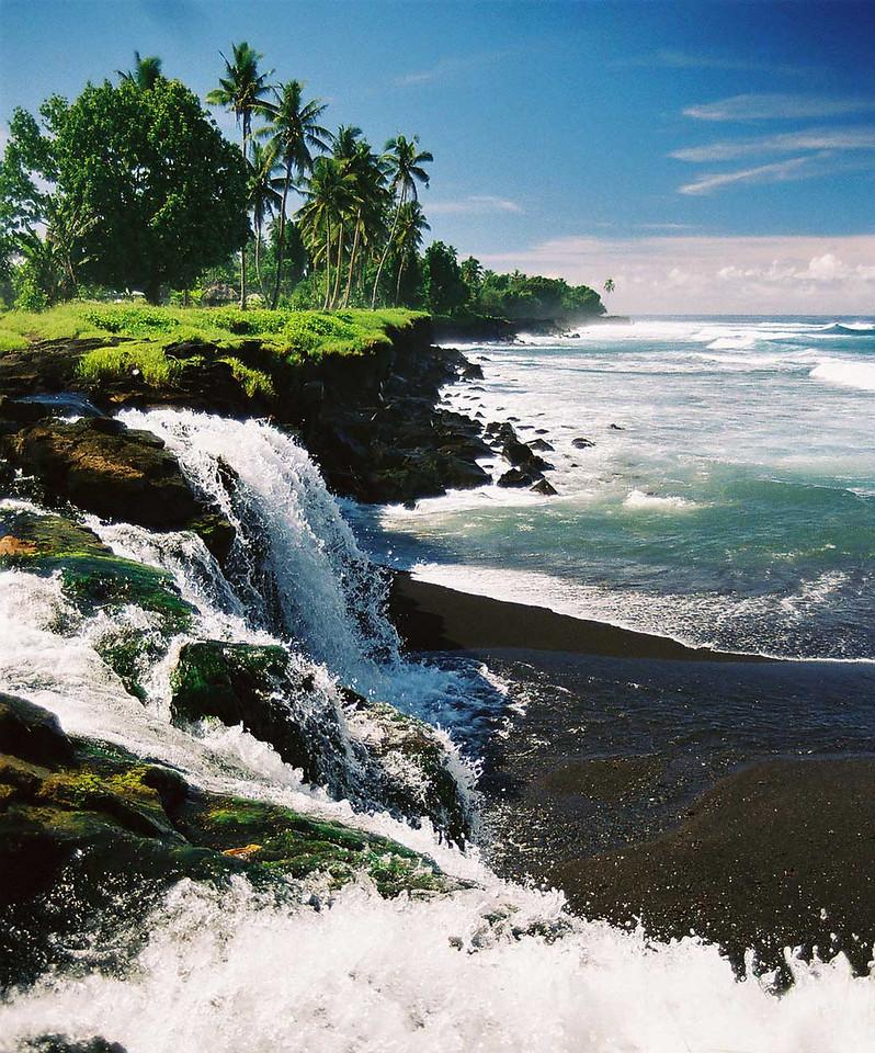 Western Samoa, 2003. Canon A2e.