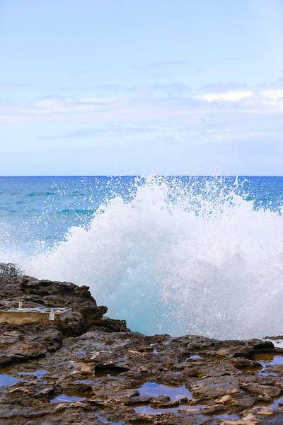 Wves crashing on the rocks