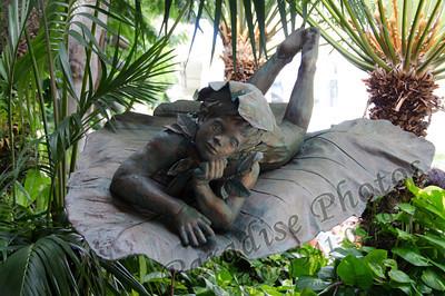 Elf Leaf statute Hilton 0912 5004