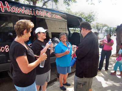 """Hawaii Food Tour's """"Hole in the Wall Tour"""""""