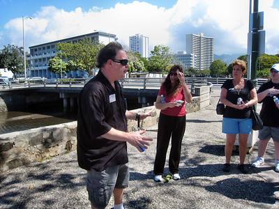 "Hawaii Food Tour's ""Hole in the Wall Tour"""