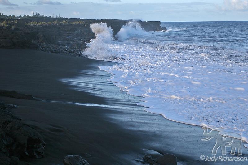 Kaimu Black Sand Splash