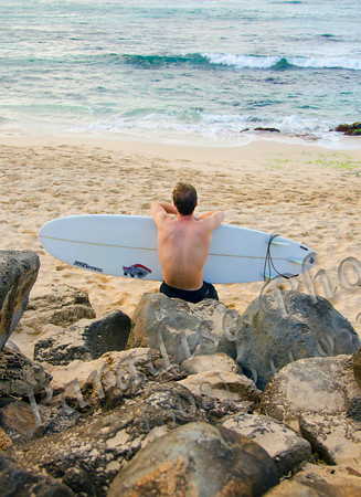 guy w surfboard N Shore beach 022212 54c