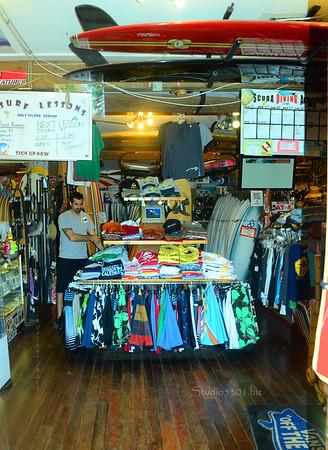 Inside surf shop Haleiwa 0711 145