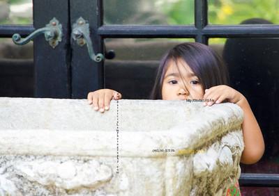 Girl peek  HonAcad 0712 384