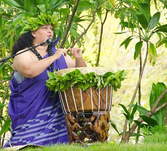 Hula Drummer lady purple 1588
