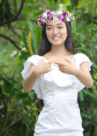 Hula girl in white 1536
