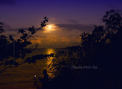 Moon at Makai Pier just after sunset.  Did not enhance the sky.        Jan, 2012