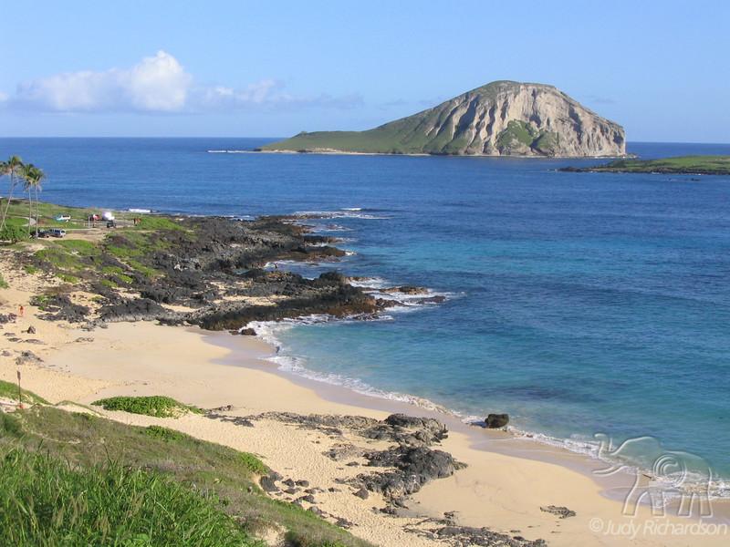 Makapu'u Beach and green Manana Island (Rabbit Island)