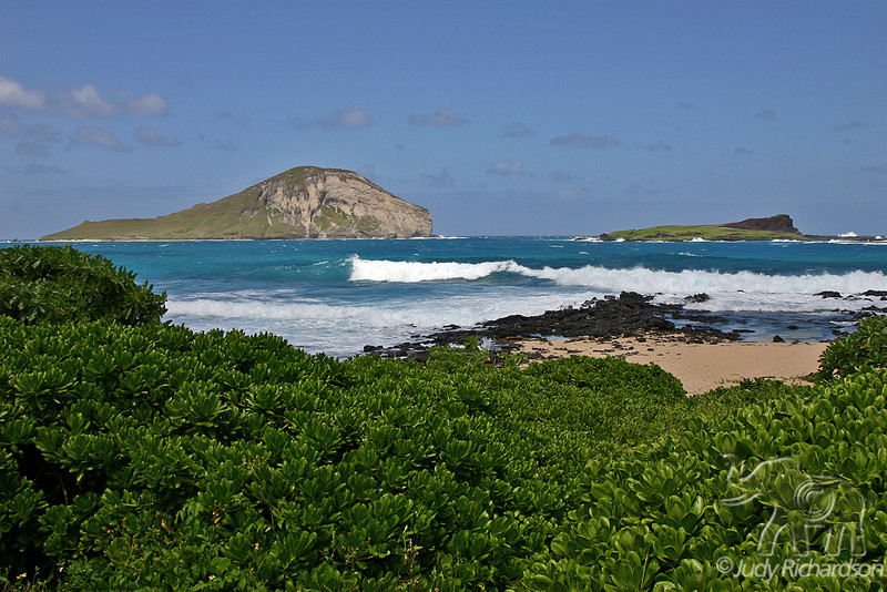 Green Manana Island (Rabbit Island) and Kaohikaipu Island (Turtle Island) from shore