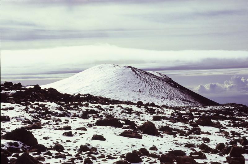 #KEA2006-11 Cinder cones dot the landscape of Mauna Kea