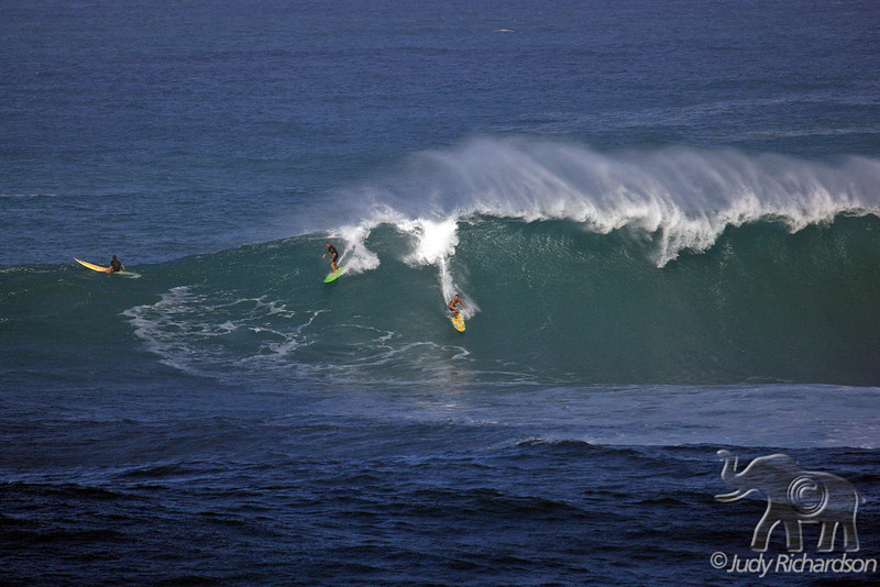 Different directions on wave at Waimea Bay