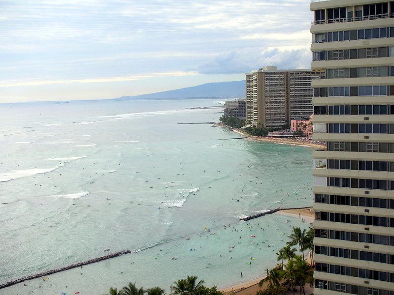 09. Waikiki Beach Scene.JPG